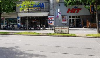 Die Verkehrssituation vor dem Motorama, in welches in Kürze die Kinder- und Jugendbibliothek einziehen wird (©NinaReitz)