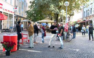 Unser Infostand am Weißenburger Platz, kurz nach dem Aufbauen (©PeterMartl)