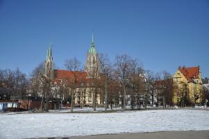 Theresienwiese, Blick auf die St.-Pauls-Kirche