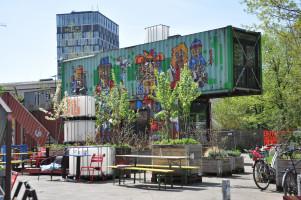 Blick ins Werksviertel auf einen Container mit Graffiti