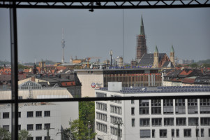 Blick vom Dach, Fernsehturm und St. Johann Baptist