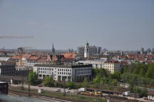 Blick vom Dach, Heilig-Kreuz-Kirche, St. Max, St. Wolfgang, Deutsches Museum, im Vordergrund: Städtisches Berufsschulzentrum Orleansstraße