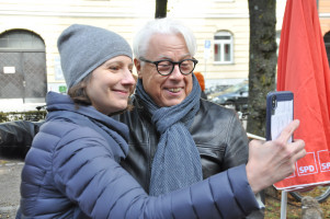Und schnell noch ein Selfie, hier Stadträtin Anne Hübner mit Klaus Kastan von der Haidhauser SPD