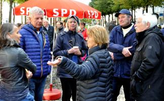 Gesprächsrunde mit Adelheid Dietz-Will und OB Dieter Reiter, weitere Besucher