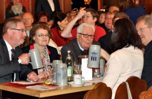 Alexander Reissl, Christine Strobl (Bürgermeisterin) und Hans-Jochen Vogel im Gespräch mit Claudia Tausend und Christian Ude