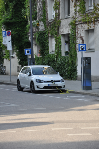 E-Ladestation in der Seerieder Straße, Ecke Kirchenstraße