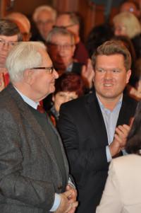 Hans-Jochen Vogel, neben ihm Florian Post, Mitglied des Bundestages