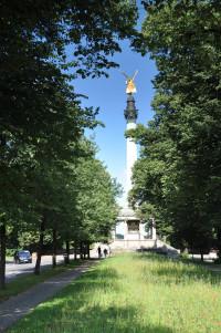 """Hinter dem Friedensengel, vom Standort """"Europaplatz"""" aus gesehen"""