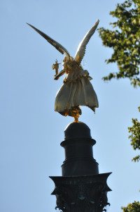 Figur des Friedensengels von der Haidhauser Seite gesehen