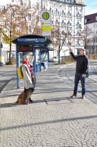 Nina Reitz (BA) und Andreas Schuster (Stadtrat) an »Haltepunkt 7« Orleansplatz (Linien21undN19stadteinwärts) ©PeterMartl