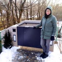 Lena Sterzer, stv. Bezirkausschussvorsitzende an der Sperre zur Treppenanlage